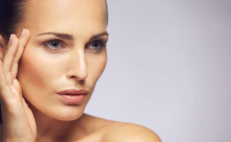 Естетичните процедури в зоната на очите връщат младежкия вид на лицето